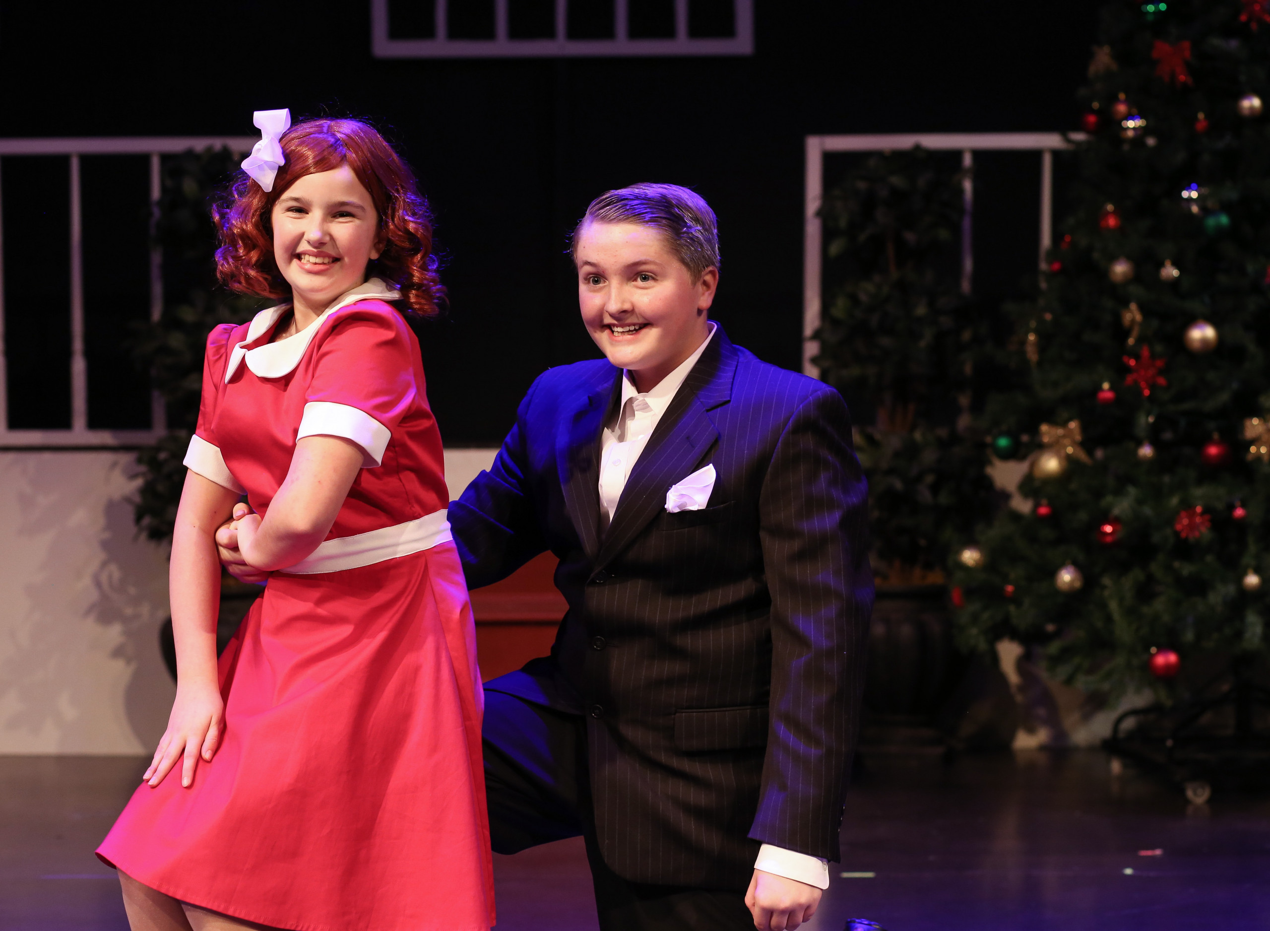 NTPA actors play Annie and Mr. Warbucks